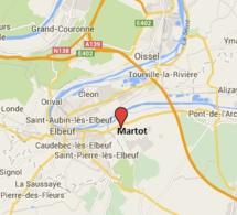 Martot : un semi-remorque perd son chargement et sectionne un poteau EDF