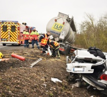 Sa voiture est traînée par un camion-citerne : la miraculée de l'autoroute A13
