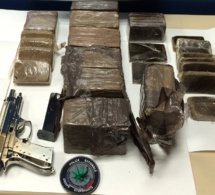 Trappes : 8 kg de résine de cannabis et une arme de poing saisis dans les voitures de deux frères