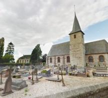 Seine-Maritime : quatre vitraux de l'église de Cressy cassés et des tombes vandalisées