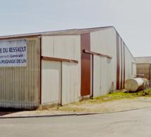 Le Neubourg : un hangar abritant 1900 tonnes de lin détruit par un incendie