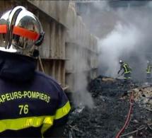 Un SDF gravement brûlé dans l'incendie d'entrepôts désaffectés à Bonsecours