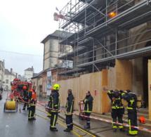 Incendies suspects dans deux églises de Seine-et-Marne : B. Cazeneuve fait part de son émotion