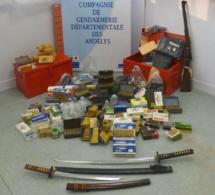 Eure : des armes chargées et 6.500 cartouches saisies dans la cave d'un habitant de Lisors