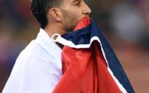 Hervé Morin félicite Mahiedine Mekhissi, médaillé de bronze du 3 000 m steeple aux JO de Rio