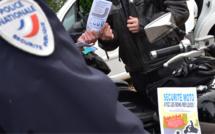 Les pilotes et passagers de scooters et de cyclomoteurs devront bientôt porter des gants