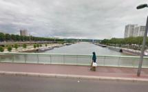 Rouen : un homme tombé dans la Seine du pont Jeanne d'Arc secouru par les plongeurs des pompiers