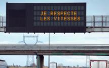 Pose de panneaux à message variable avant le tunnel de la Grand'Mare : la RN28 fermée à Rouen