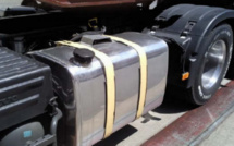 Moulineaux : fuite sur le réservoir du camion, près de 200 litres de carburant sur la route