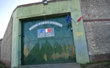 Evreux : surpris par la police en train de parachuter de la drogue par-dessus l'enceinte de la prison