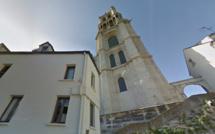 Yvelines : ils escaladent la façade de la collégiale de Mantes-la-Jolie et dégradent des gargouilles