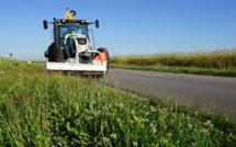 Eure : le car de ramassage scolaire (vide) emboutit un tracteur qui fauchait sur le bas-côté de la route