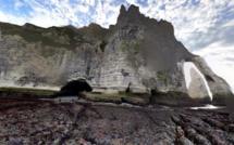 Trois promeneurs piégés par la marée montante secourus par les pompiers à Etretat