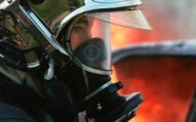 Les pompiers ont déployé deux lances pour venir à bout du feu (Illustration)