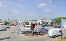 Evreux : une femme se fait arracher son sac à main sur le parking de Cora