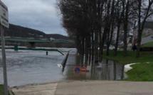 Inondations dans l'Eure : 16 communes privées d'eau potable ce mardi soir et routes toujours fermées