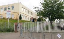 Mantes-la-Ville (Yvelines) : un élève  s'en prend au personnel du collège après le vol de son téléphone