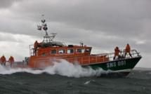 Un navire de pêche en panne s'échoue à Port-en-Bessin à cause des conditions météo difficiles