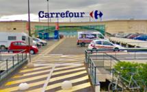 Manif d'agriculteurs : lâcher de pigeons et caddies renversés chez Carrefour à Montesson (Yvelines)