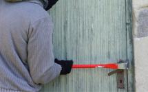 A Limay (Yvelines), le cambrioleur est surpris devant la porte du pavillon avec un pied de biche dans les mains