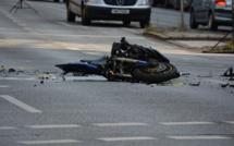 Yvelines : un motard grièvement blessé en percutant une voiture en stationnement à Mantes-la-Jolie