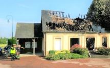 Quatre incendies criminels ce matin près de Brionne (Eure) : la mairie de Brétigny détruite