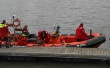 """Un bateau de plaisance se retourne au large de Dieppe : les quatre """"naufragés"""" sont sains et saufs"""