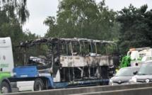 Un autocar avec 42 passagers prend feu sur l'autoroute A13 dans l'Eure : pas de blessé