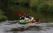 Seine-Maritime : leur kayak chavire au passage d'une péniche, les trois hommes sont indemnes
