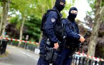 Attaque mortelle de Trappes : l'assaillant, un déséquilibré plutôt qu'un terroriste, selon le ministre de l'Intérieur