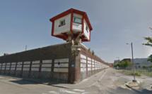 Rouen : le sac parachuté dans la cour de la prison contenait du charbon à chicha