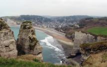 Seine-Maritime : légèrement blessé après une chute de la falaise à Etretat