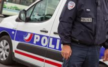 Yvelines : une imprimante atterrit sur le toit de la voiture de police à Mantes-la-Jolie
