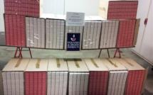 800 cartouches de cigarettes saisies à bord d'un monospace au péage de Saint-Arnoult-en-Yvelines