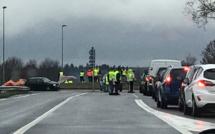 Gilets jaunes : la police évacue un rond-point à Tourville-la-Rivière, neuf interpellations
