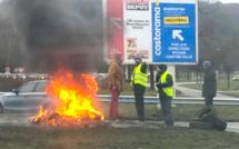 En Seine-Maritime, des gilets jaunes tentent de bloquer un centre commercial, le Min et le Rubis Terminal