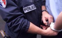 Des armes et de la drogue découvertes au domicile du fournisseur d'un jeune toxicomane à Fécamp
