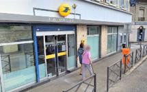Le braqueur...de 16 ans prend en otage une guichetière de La Poste des Mureaux (Yvelines)