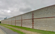 Prison d'Évreux : ils s'apprêtaient à «parachuter» des cigarettes et de la drogue à un détenu