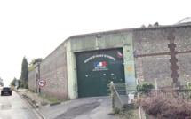 Parachutage à la prison d'Évreux :  poursuivi par la police, l'auteur se cache dans un buisson