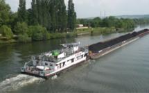 Eure : une barge de 80 m de long chargée de «tout-venant» à la dérive sur la Seine à Porte-Joie