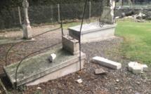 Eure : des tombes dégradées dans le cimetière, près de l'église de Romilly-la-Putenaye