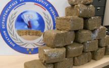 Yvelines : plus de 8 kg de résine de cannabis saisis dans une voiture à Villepreux