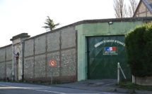 """Interpellés en train de parachuter des """"chaussettes"""" par-dessus le mur de la prison d'Evreux"""