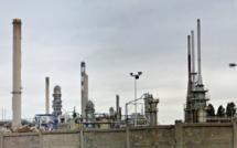 Seine-Maritime : les cheminées  de l'ancienne raffinerie Petroplus rasées près de Rouen