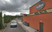 Incendie suspect à Grand-Quevilly : des poubelles brûlent mystérieusement près d'une pizzeria