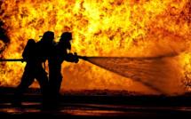 Seine-Maritime : un entrepôt industriel désaffecté embrasé par un incendie près d'Elbeuf