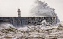 Rafales de vent et mer agitée sur le littoral de la Normandie