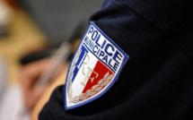 Des bijoux, des vases et des bouteilles de vin dérobés par des faux policiers à Juziers (Yvelines)