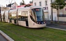 Le Havre : une octogénaire coincée sous une rame du tram, après une chute accidentelle